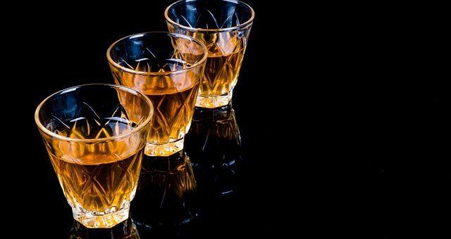 Liquore di mandorle siciliane